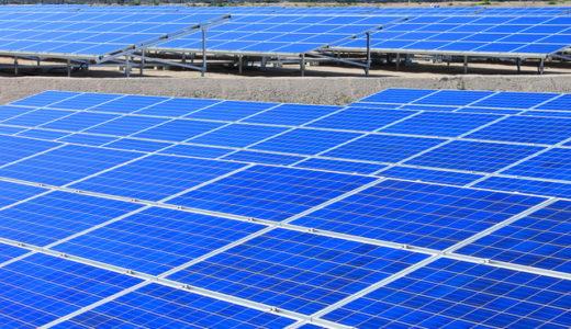 【産業用太陽光発電とは】ローリスク投資と言われる理由と設置費用・売電価格を徹底解説